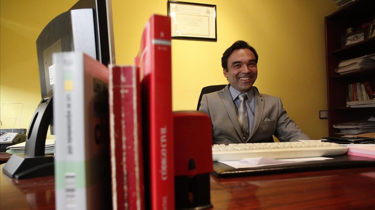 Celestino García Carreño, en su despacho de Avilés.
