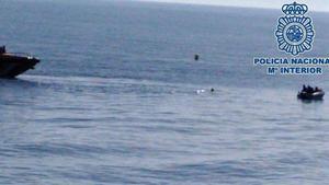 Agrede sexualmente a una mujer y huye nadando mar adentro