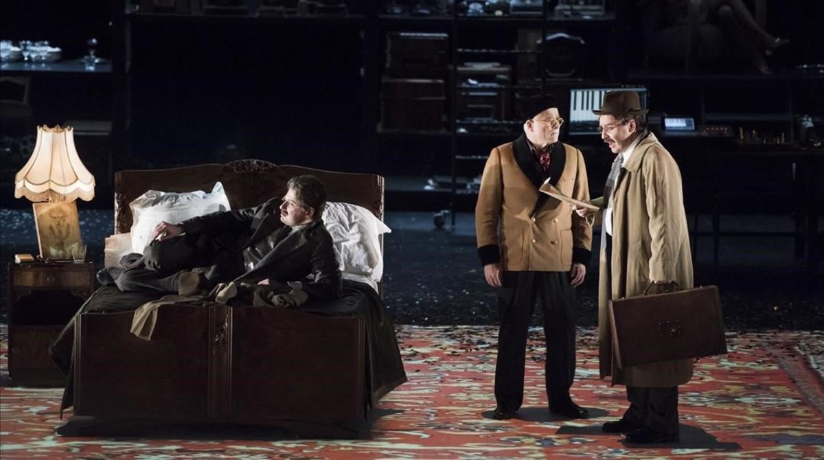 El actor Sava Lolov (Benjamin), y los cantantesGilles Ragon (AndréGide) y Jean-Noël Briend (Benjamin), en 'Benjamin,dernière nuit', de Michel Tabachnik, estrenada en la Ópera de Lyon.