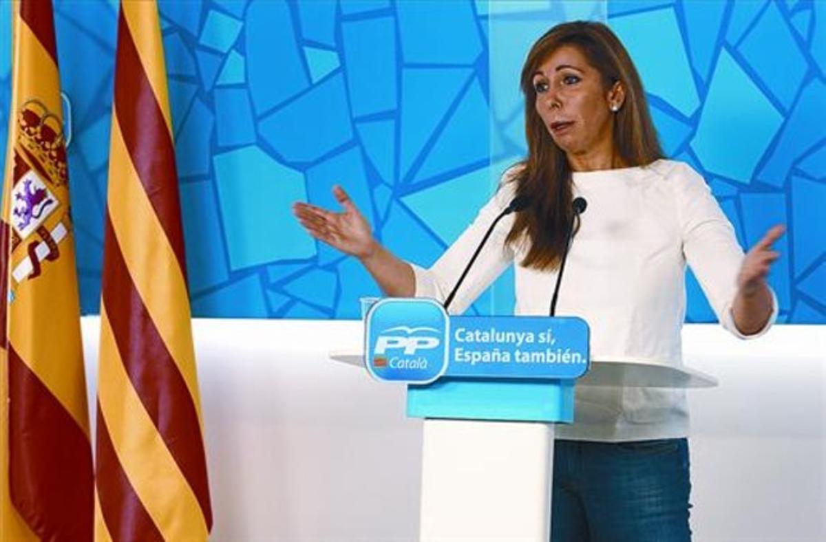 La presidenta del PP catalán, Alicia Sánchez-Camacho, durante la rueda de prensa que ofreció ayer en la sede del partido.
