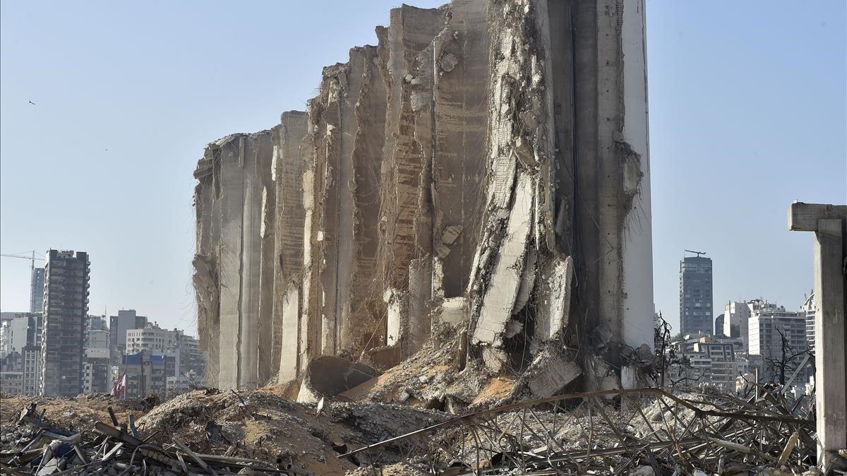 Imagen de uno de los depósitos destruidos tras la explosión en el puerto deBeirut el pasado 4 de agosto.