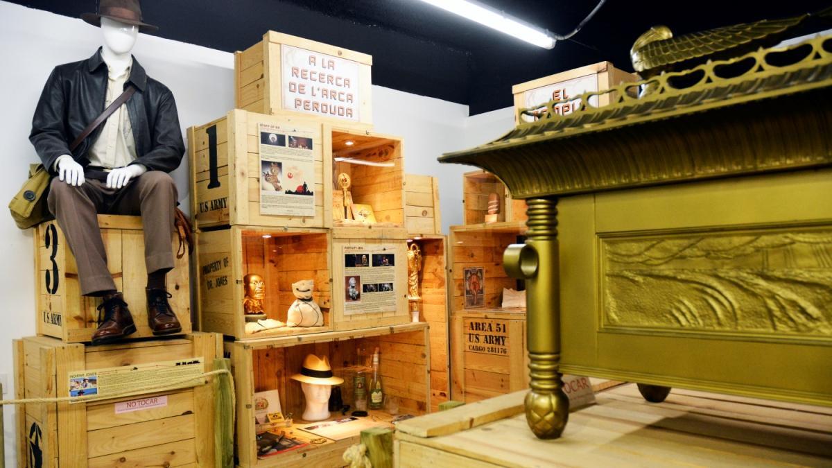 Aspecto general de la exposición donde también se halla (a la derecha) el Arca de la Alianza.