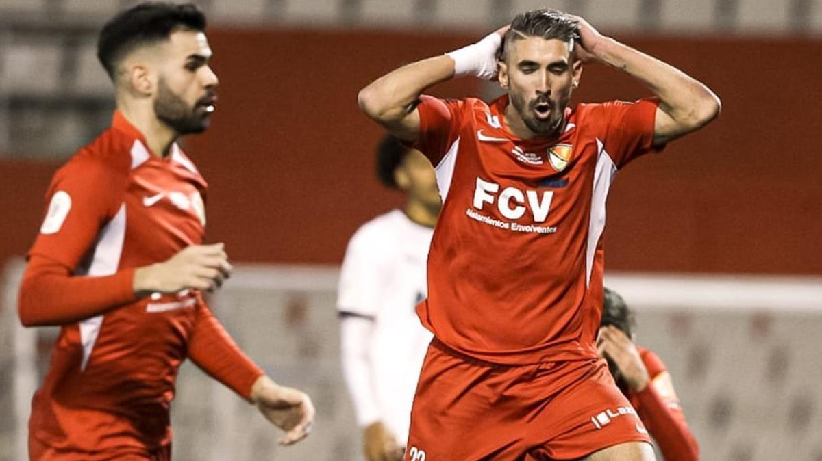 Josué Rodríguez, del Terrassa, se lamenta durante el partido ante el Valencia.