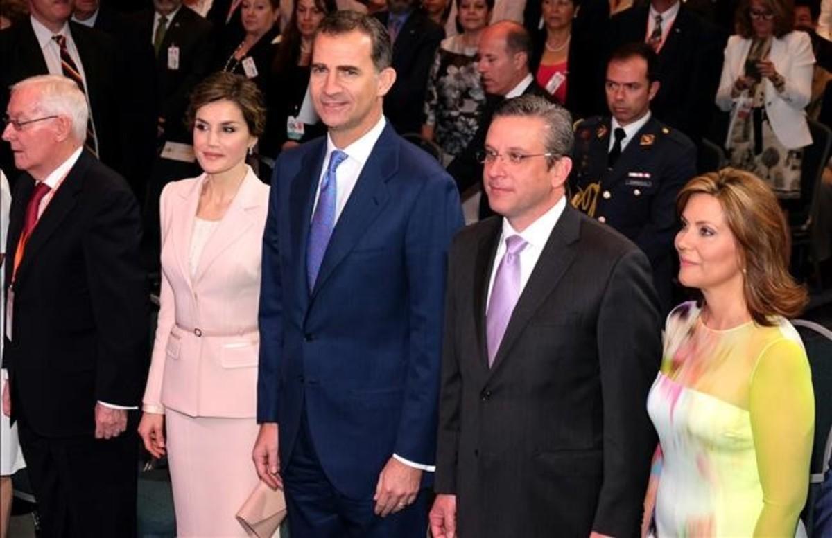 Felipe y Letizia, junto al gobernador de Puerto Rico, Alejandro García Padilla, y su esposa.