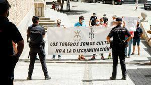 El mundo taurino protesta en un acto de la ministra de Trabajo, Yolanda Díaz, en Toledo.