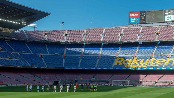 Minuto de silencio por Maradona en el Camp Nou