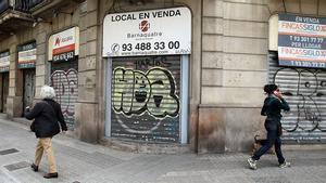 Comercios cerrados por la crisis, en calle Mallorca.