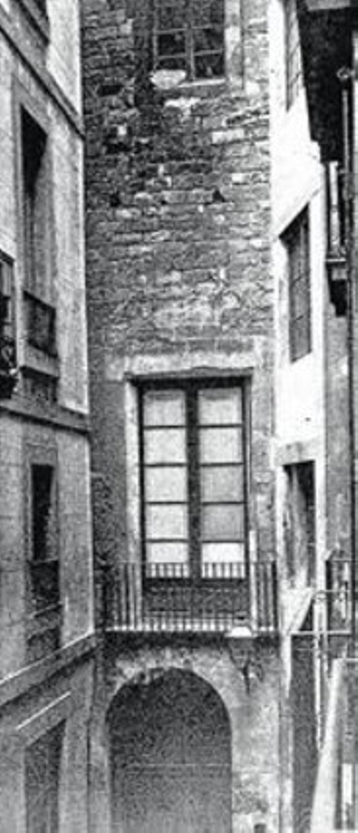 KILÓMETRO CERO3 El Centre Excursionista está situado en el monte Tàber, la cima más alta de la ciudad romana. Es también el punto de partida de la serie de restauraciones que dieron pie al actual barrio Gòric de Barcelona.