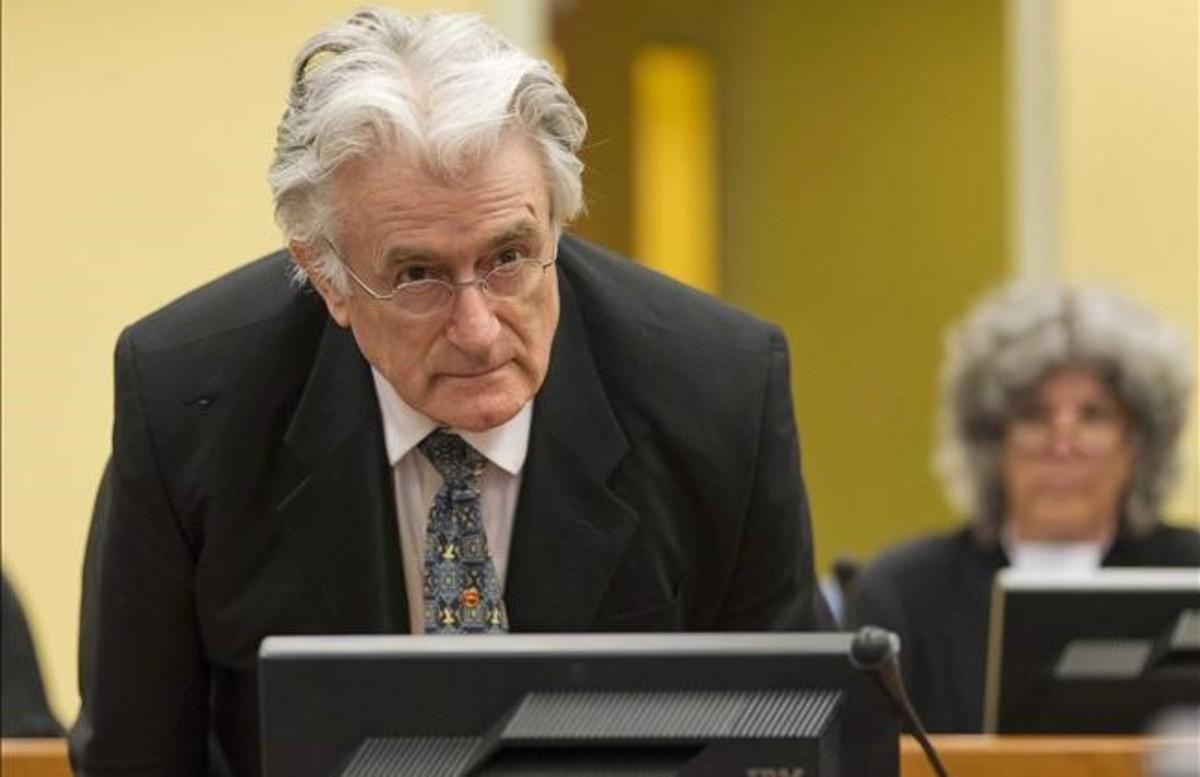 El exlider serbobosnio Radovan Karadzic durante su juicio en el Tribunal Penal Internacional para la antigua Yugoslavia en La Haya, Holanda.