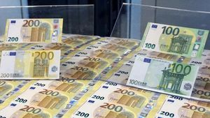 Nuevos billetes de 100 y 200 euros en la imprenta del banco central de Italia.