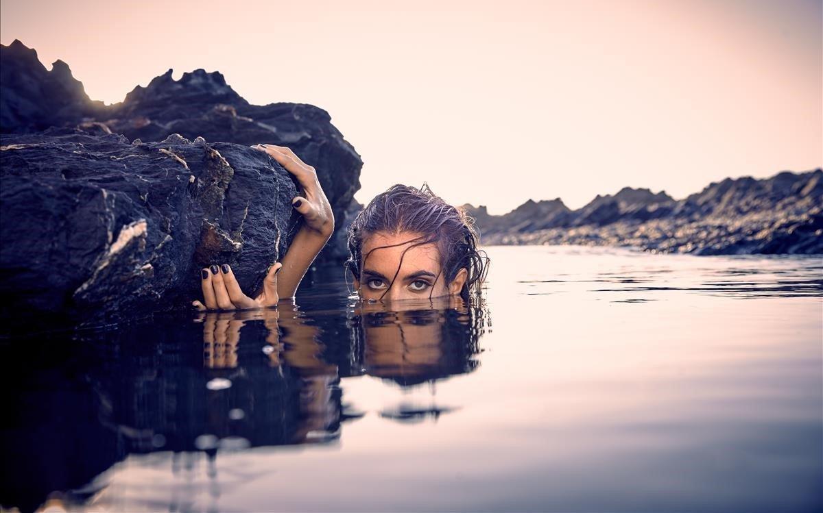 Ona Carbonell, fotografiada por Miguel Moll y Bernard Tartinville.Maquillaje y estilismoEstrella Elorduy.
