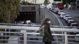 Retenciones en la Ronda de Dalt el 3 de diciembre, el jueves anterior al puente de la Constitución.