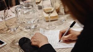 Aprende a escribir con una copa