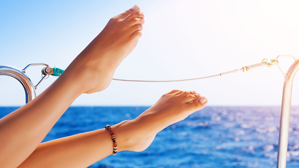 20785710 - closeup on beautiful sexy women's feet on the yacht, carefree vacation, journey on sailboat, happy and healthy lifestyle, pleasure concept