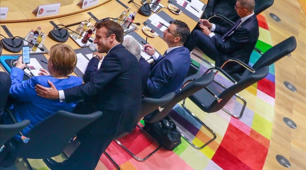 Emmanuel Marcon y Angela Merkel durante la cumbre.