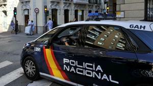 Imagen de archivo de un vehículo de la Policía Nacional en Madrid.