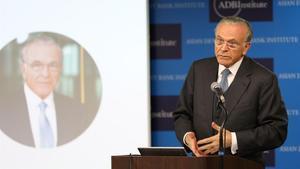 El presidente de la Fundación Bancaria La Caixa, Isidre Fainé, durante su conferencia en Tokio.