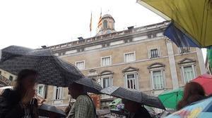 Els barcelonins han participat en els actes de la Mercè aquest matí malgrat la pluja.