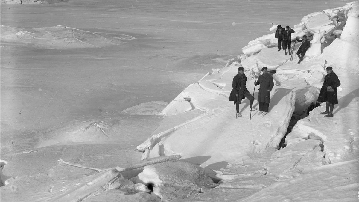 Vista de un lago de Capdella helado. 1929.
