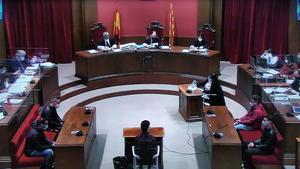 Uno de los acusados de la violación múltiple de Sabadell declara ante el juez.