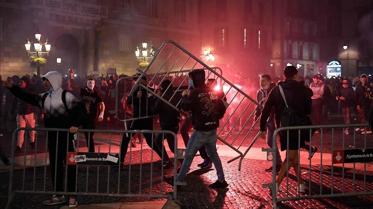Protestas en la plaça de Sant Jaume el pasado 30 de octubre.