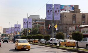 Irak se prepara para la histórica visita del papa Francisco. En la foto, carteles de bienvenida al Papa en las calles de Bagdad.