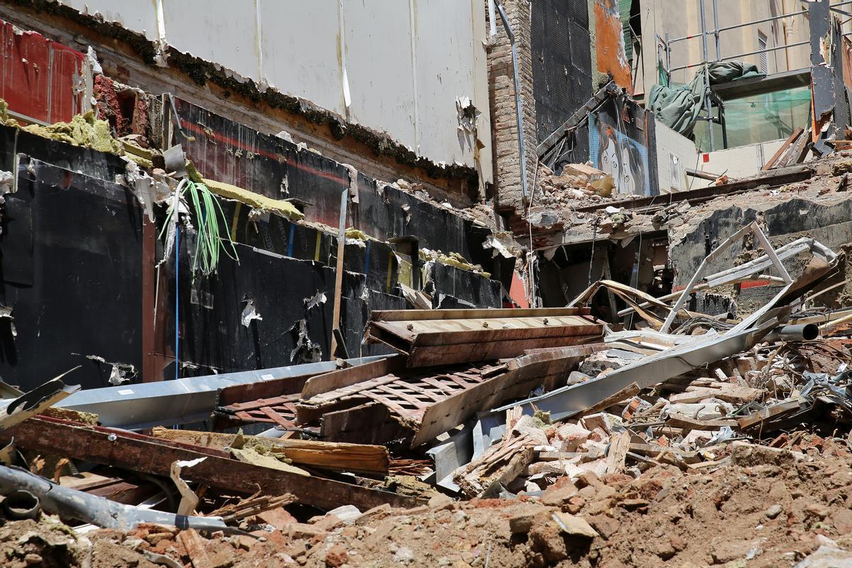 Demolición del bar Universal, este martes.