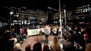 Protesta en Estocolmo contra la entrega del Nobel a Handke, este martes.
