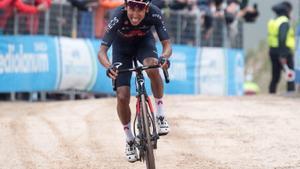 Egan Bernal colpeja primer al Giro d'Itàlia el 2021