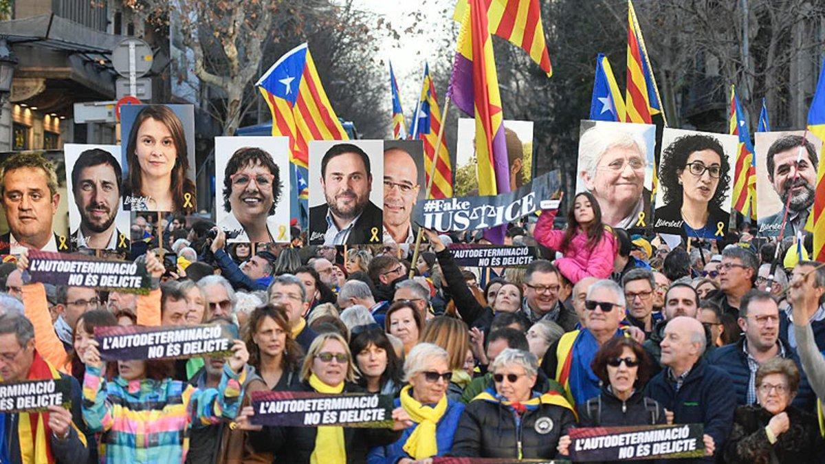 Participantes en una de lasmanifestaciones celebradas en Barcelona contra el juicio del 'procés'.