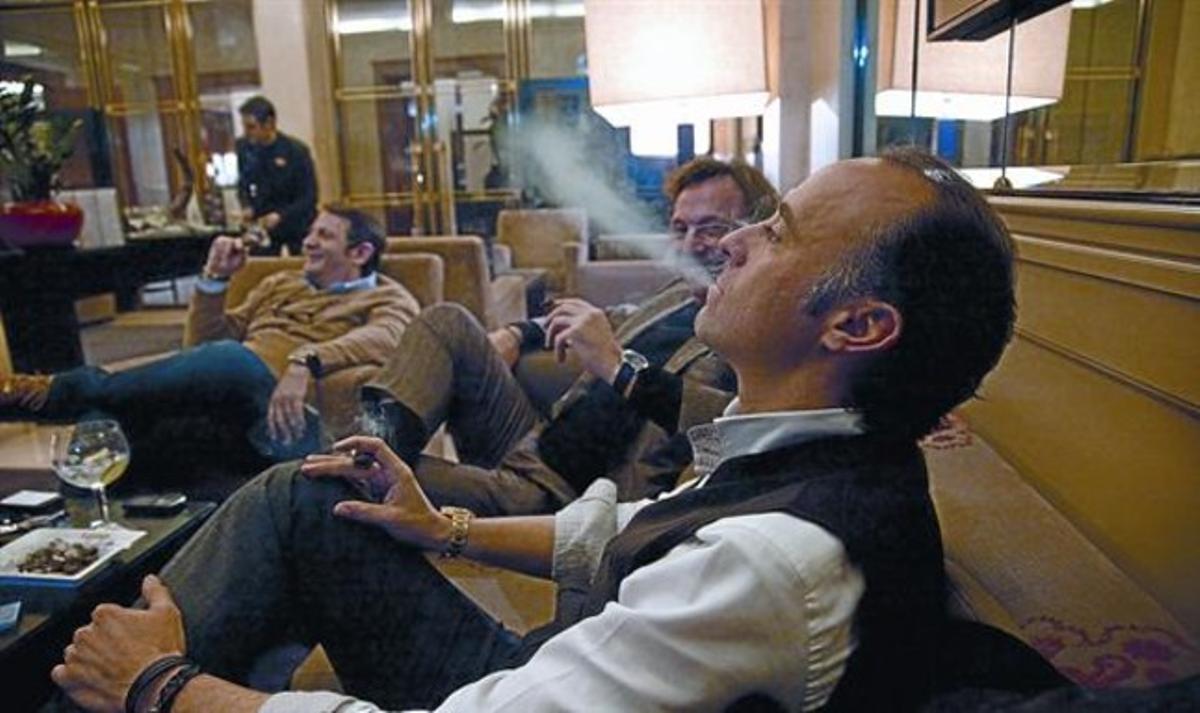 El club de fumadores del Majestic, el miércoles, cuandoaún podía ser atendido por camareros.