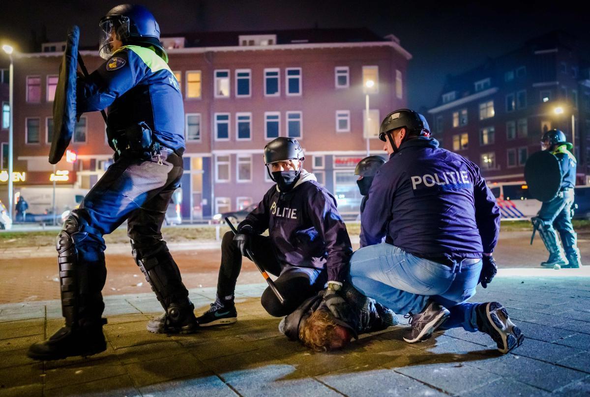 Más de 180 detenidos en la tercera noche consecutiva de disturbios en Holanda