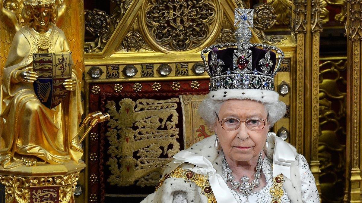 La reina Isabel II, durante un discurso en el Parlamento briánico.