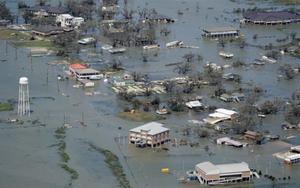 El huracán Laura dejó severas inundaciones en Luisiana, EEUU.