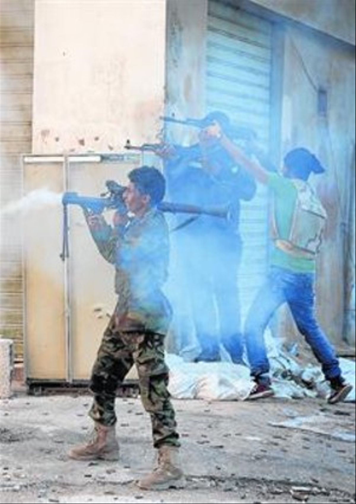 Unas milicias libias se enfrentan a otras del Estado Islámico en Bengazi.