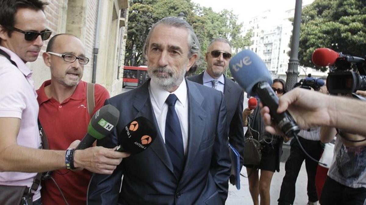 Francisco Correa se dirige a la Audiencia Nacional en el juicio por el 'caso Gurtel'.