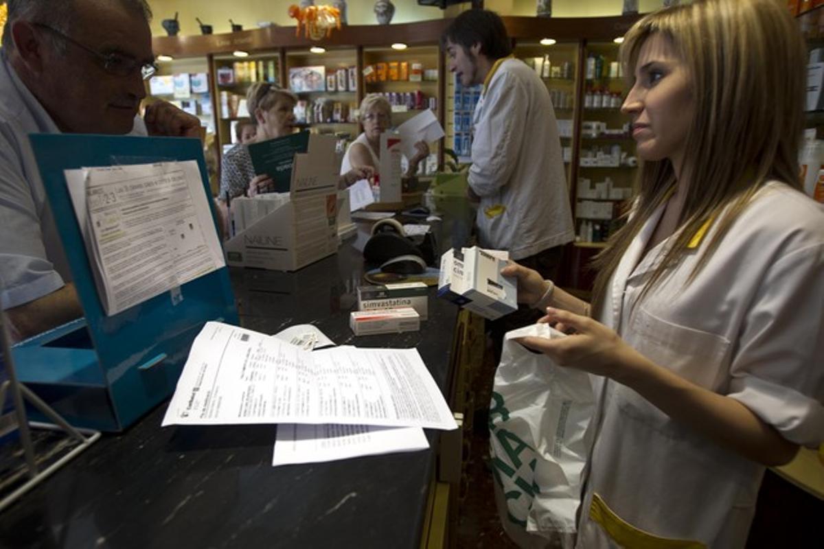 La farmacia Montserrat Boada de Barcelona, el primer día de implantación del euro por receta, el pasado 23 de junio.