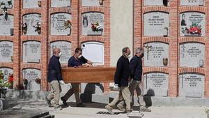 Gairebé 6 de cada 10 espanyols pensen que poden morir per Covid