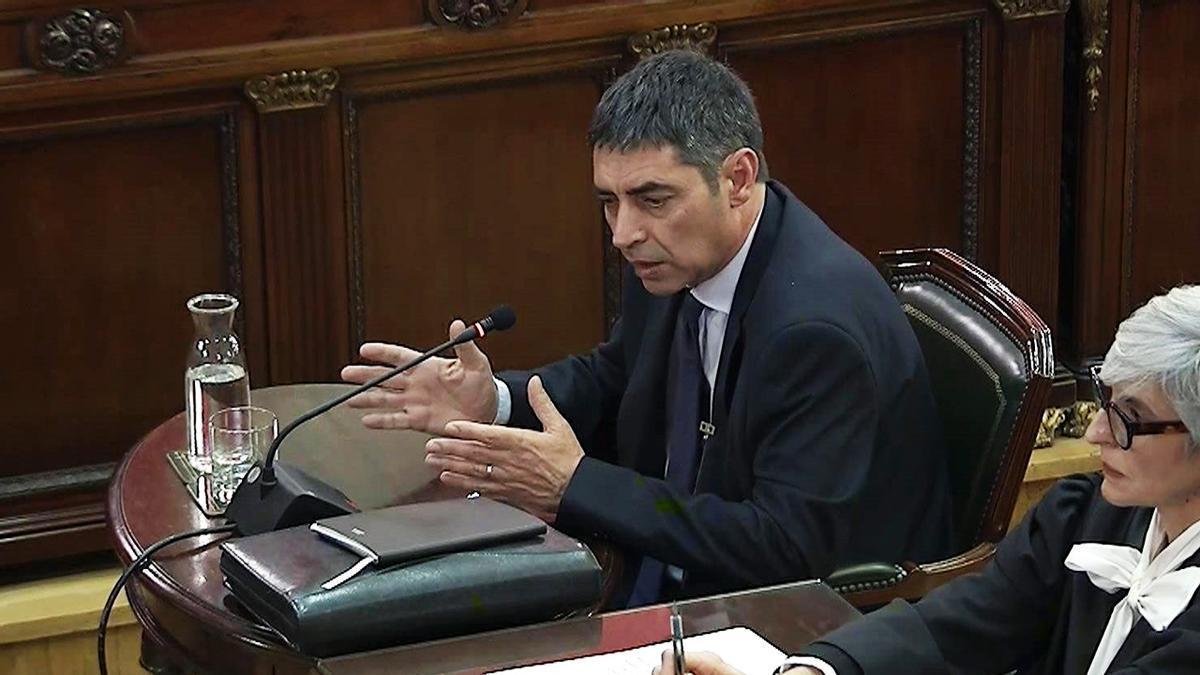 Trapero carga contra la cúpula del Govern durante su declaración en el juicio del 'procés'.