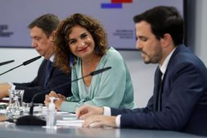Los ministros de Agricultura, Luis Planas; Hacienda, María Jesús Montero, y Consumo, Alberto Garzón, este 3 de noviembre tras la reunión del Gobierno, en la Moncloa.