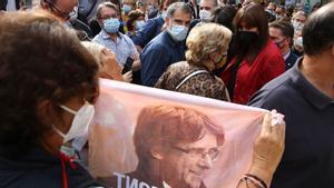 Jordi Cuixart, Pilar Rahola, Francesc Dalmases y Laura Borràs en la protesta en Barcelona por la detención Puigdemont.