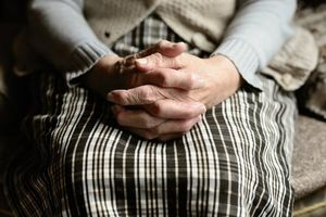 Rubí impulsa una guia local per fer front als maltractaments les persones grans