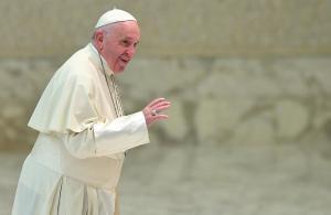 EPA6530. CIUDAD DEL VATICANO (VATICANO), 28/11/2018.- El papa Francisco llega a su audiencia general de los miércoles en el Aula Pablo VI en el Vaticano, hoy, 28 de noviembre de 2018. EFE/Ettore Ferrari