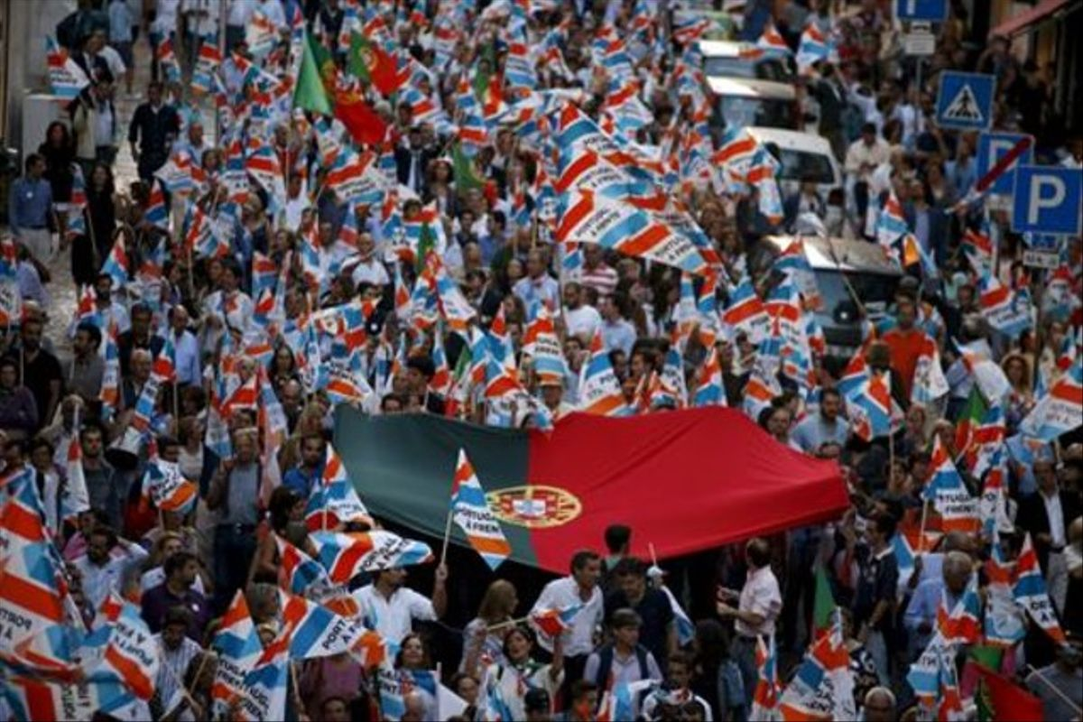 Simpatizantes del candidato conservador Coelho durante la campaña electoral en Lisboa.