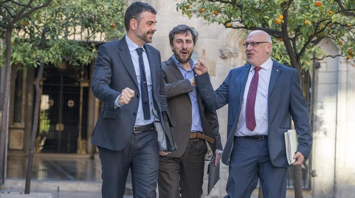 Santi Vila y Jordi Baiget, con el 'conseller' Toni Comin (en el centro), en una imagen del 2016.