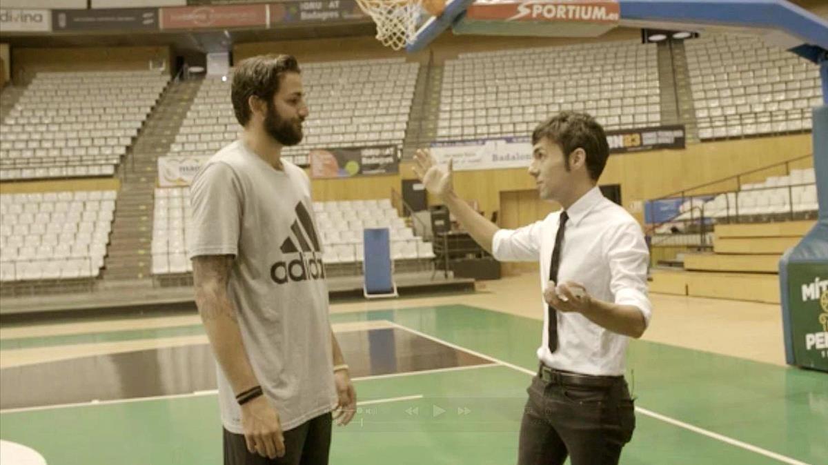 Ricky Rubio y el ilusionista Antonio Díaz, en el programa de TV-3 'Res és impossible'.