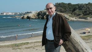 El director Theo Angelopoulos durante una visita a Empúries.