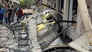 Las ruinas de un edificio destruido por las bombas en Homs, Siria.