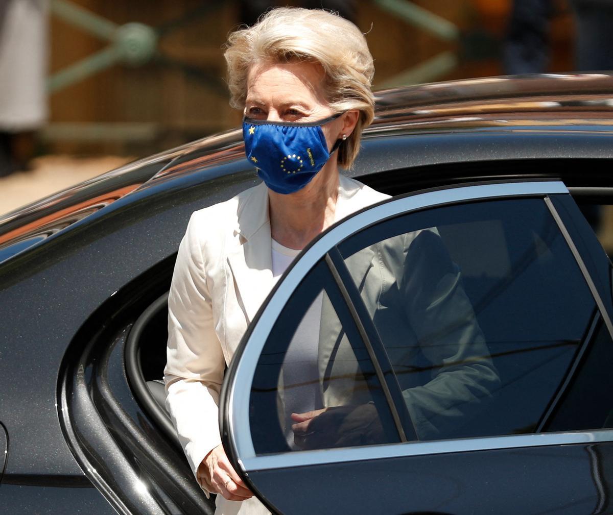 La presidenta de la Comisión Europea, Ursula von der Leyen, a su llegada a la cumbre social de Oporto.