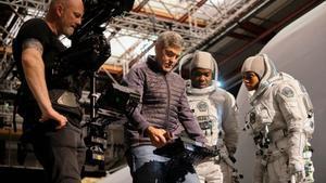 George Clooney (en el centro), dando instrucciones a los actores durante el rodaje.